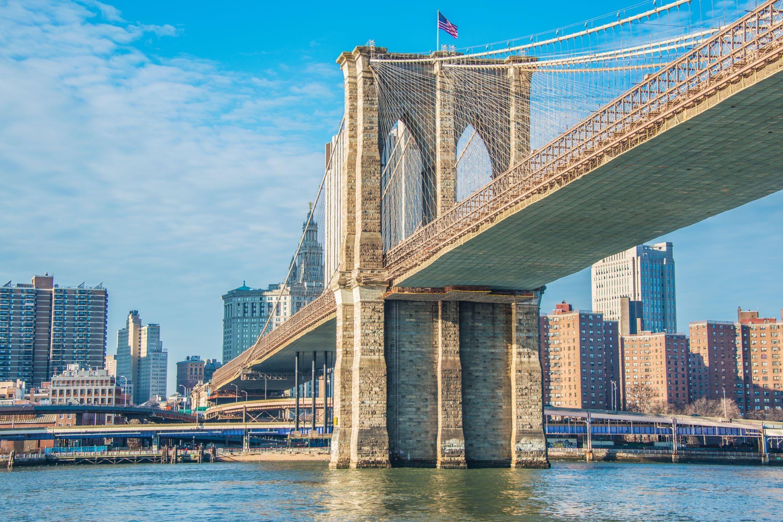 Most Brookliński w Nowym Jorku w jasny letni dzień, licencja: shutterstock/By Elnur