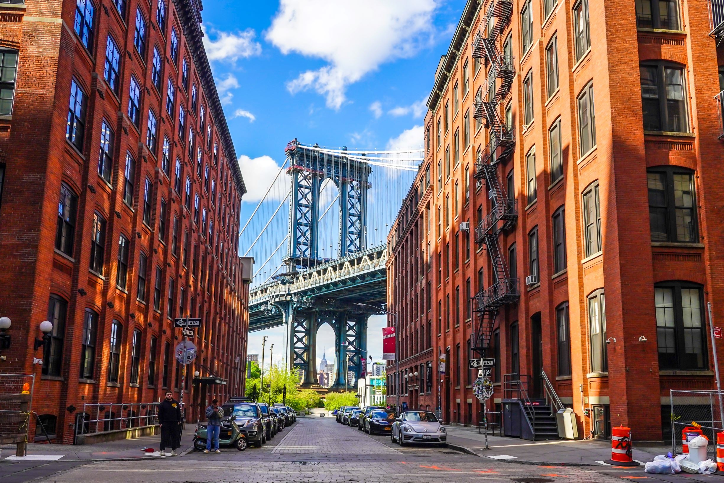 Ikoniczny Manhattan Bridge i widok na Empire State Building z Washington Street na Brooklynie, licencja: shutterstock/By Leonard Zhukovsky