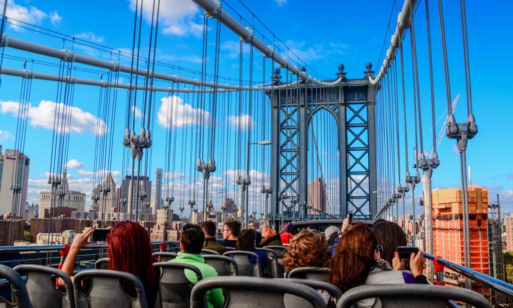 New York sightseeing bus tour USA 21.09.2016 Manhatten bridge