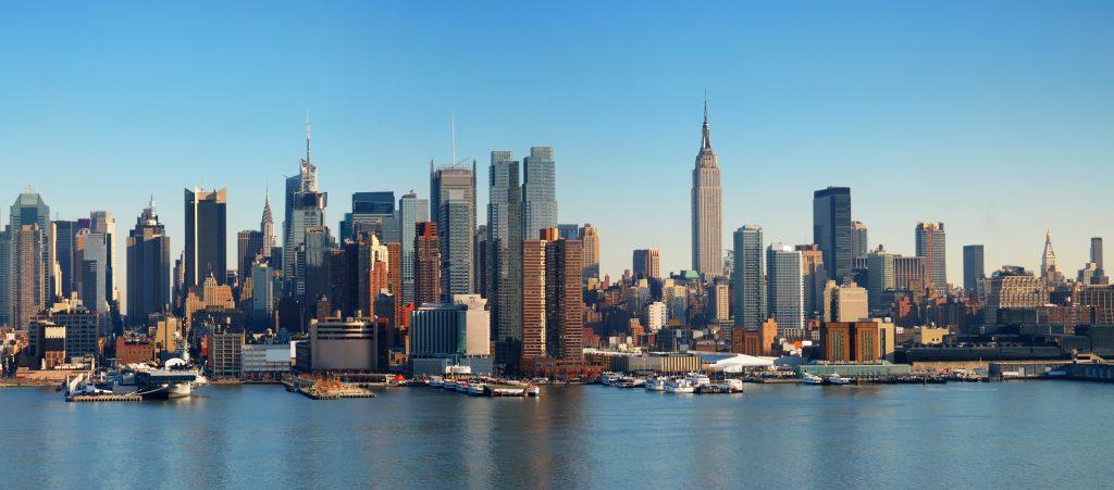 Panorama Nowego Jorku z Manhattanem Skyline nad rzeką Hudson.